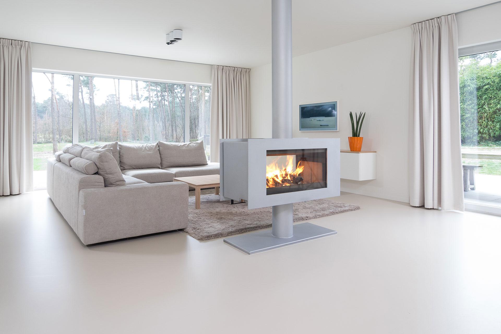 Een interieur met gietvloer straalt licht warmte en rust uit